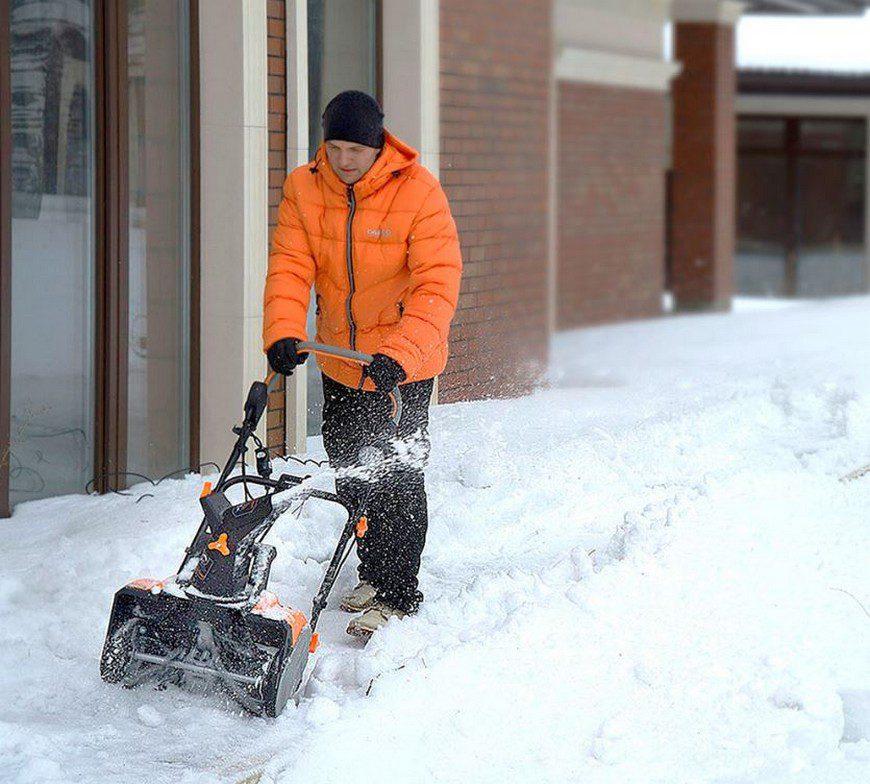 Какой снегоуборщик лучше купить